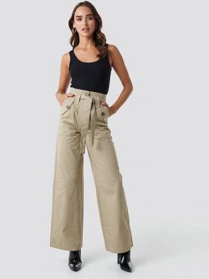 Trendyol omönstrade byxor Belt Pocket Detailed Pants beige