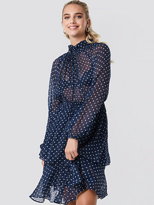 NA-KD Boho High Frill Neck Dress blå