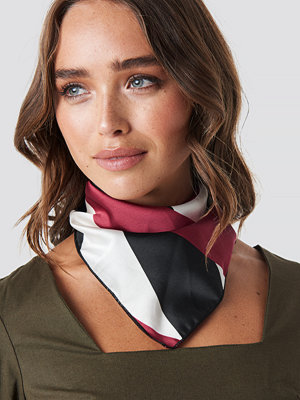 NA-KD Accessories Asymmetric Striped Satin Scarf svart röd multicolor