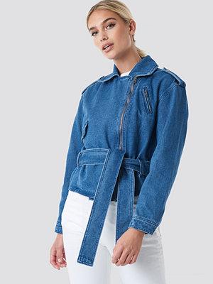 NA-KD Trend Belted Denim Jacket blå