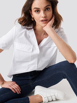 NA-KD Short Sleeve Front Pockets Shirt vit