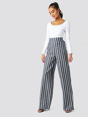 Trendyol grå randiga byxor Milla Striped Pants blå