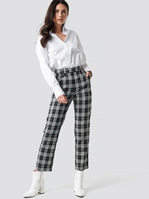 NA-KD Classic svarta rutiga byxor Checkered Straight Suit Pants multicolor