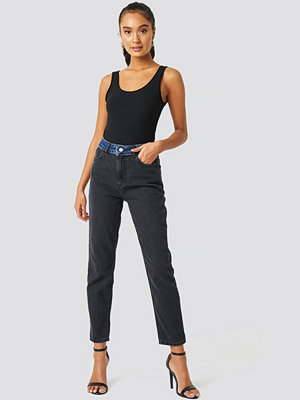 Trendyol Color Blocky High Waist Mom Jeans svart