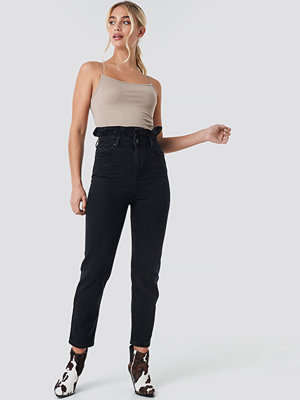 Trendyol Shaper Detail High Waist Mom Jeans svart