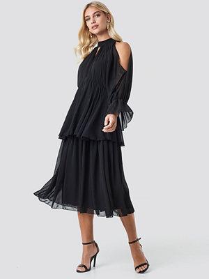 Festklänningar - Trendyol No Shoulder Long Sleeve Dress svart