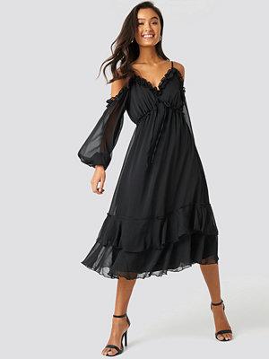 Trendyol Shoulder Detailed Frilly Midi Dress svart