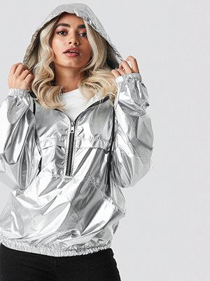 NA-KD Metallic Half Zip Pullover Jacket silver