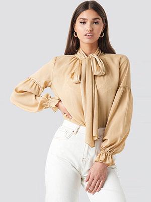 NA-KD Classic Bow Tie Blouse beige
