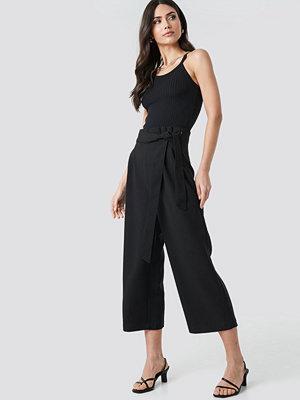 NA-KD Trend svarta byxor Tie Waist Cropped Wide Pants svart