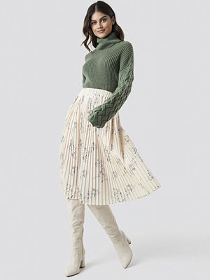 Tina Maria x NA-KD Pleated Garden Flower Skirt vit