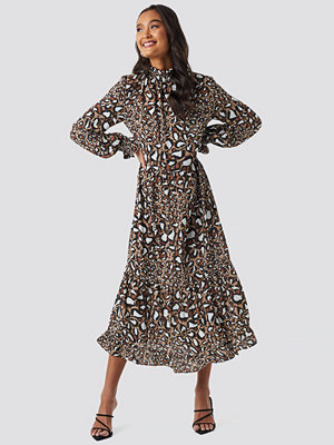 NA-KD Trend Smock Neck Printed Ankle Dress brun