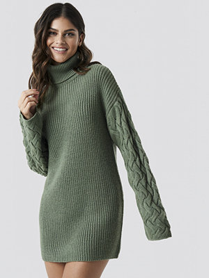 Tina Maria x NA-KD Sleeve Detail Knitted Dress grön