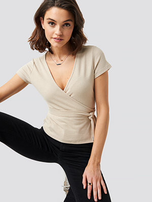 T-shirts - NA-KD Ribbed Side Knot Top beige