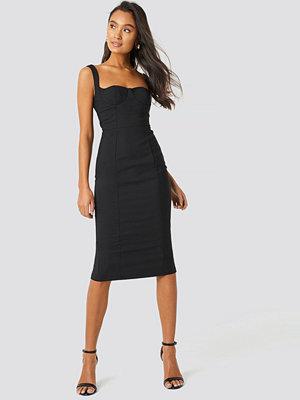 Trendyol Milla Shoulder Straps Midi Dress svart