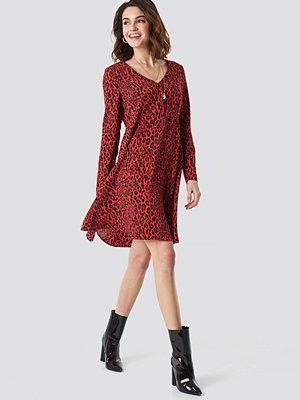 NA-KD Leopard Print Button Up Ls Dress röd
