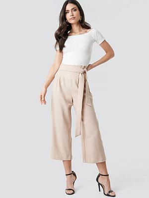 NA-KD Trend omönstrade byxor Tie Waist Cropped Wide Pants beige