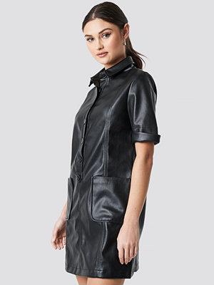 NA-KD Trend PU Button Up Mini Dress svart