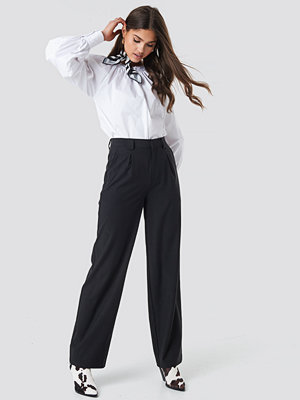 NA-KD Classic svarta byxor Loose Fitted Suit Pants svart