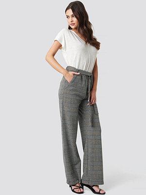 NA-KD grå rutiga byxor Jacquard Check Trousers multicolor