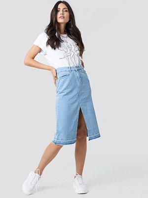 Trendyol Front Slit Detailed Denim Skirt blå