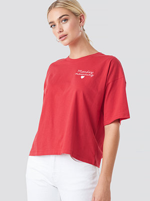 NA-KD Monday Mournings Oversized Tee röd