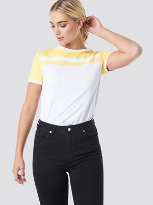 NA-KD Stripe Ringer Tee vit gul