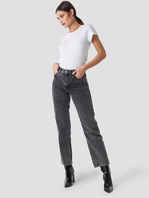 NA-KD Trend Front Pleat Jeans grå