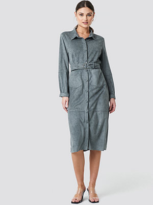 NA-KD Faux Leather Belted Dress grå