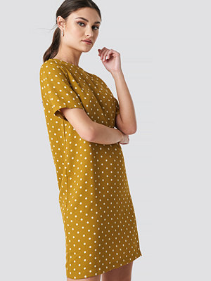 NA-KD Round Dotted Mini Dress gul