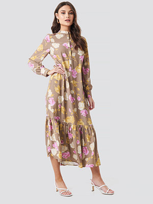 NA-KD Trend Printed Maxi Dress brun rosa