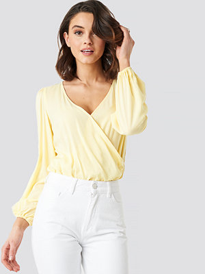 NA-KD Balloon Sleeve Short Blouse gul