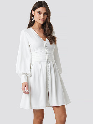 NA-KD Boho Draped Waist Button Up Dress vit