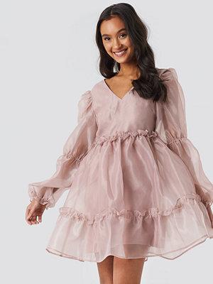 NA-KD Party Open Back Organza Dress rosa