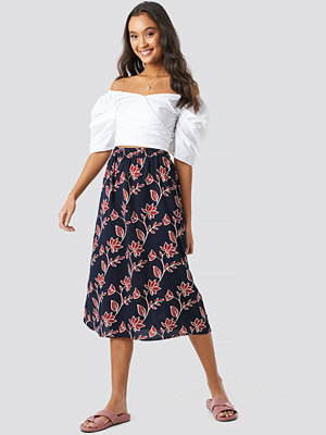 NA-KD Boho Big Flower Print Midi Skirt blå