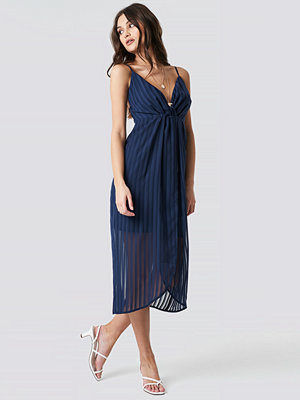 NA-KD Party Twist Front Strap Dress blå