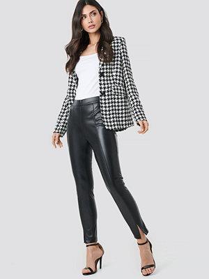 NA-KD Trend svarta byxor Front Seam Pu Pants svart