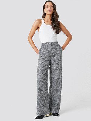 Chloé B x NA-KD Flared Suit Pants grå byxor