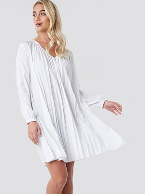 NA-KD Boho LS Pleated Midi Dress vit