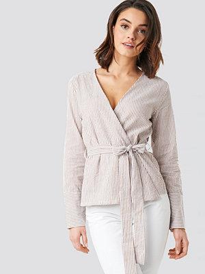 Skjortor - NA-KD Overlap Striped Blouse beige