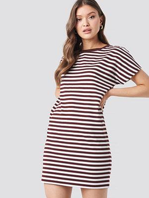 NA-KD Striped Oversized T-shirt Dress vit röd