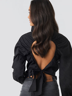 Blusar - NA-KD Trend Open Tie Back Blouse svart