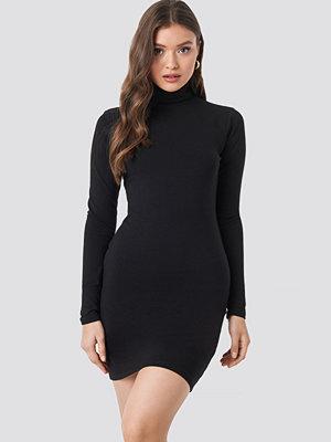 NA-KD Basic Polo Neck Dress svart