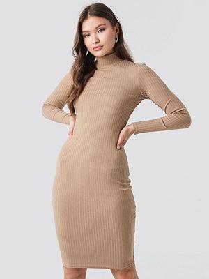 NA-KD Ribbed High Neck Dress beige