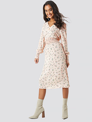 NA-KD Boho Shirred Flower Printed Dress rosa