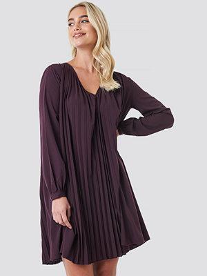 NA-KD Boho LS Pleated Midi Dress lila