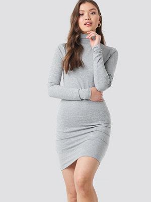 NA-KD Basic Polo Neck Dress grå