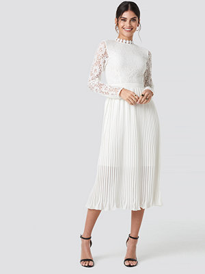 NA-KD Boho Crochet Detail Pleated Dress vit