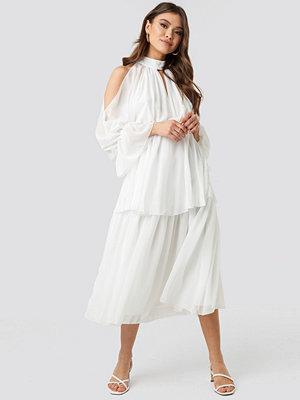 Trendyol No Shoulder Long Sleeve Dress vit