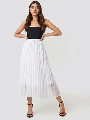 NA-KD Trend Drawcord Pleated Midi Skirt vit